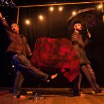 TomaraQueNãoChova - Foto Julian Cechinel - 03 - Atores Denise da Luz e Jônata Gonçalves